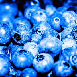 Very Berry Blue... by Jenna Sue Bennett - Food & Drink Fruits & Vegetables ( berry, fruit, blueberry, fresh, blue, freshness, blueberries, berries )