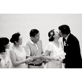 wedding, Four Season Resort by Ferry Uchiha - Wedding Bride & Groom ( wedding, 5dmkii, canon, bw, weddinginbali, baliweddingphotographer, balibride, bridestory, emotion, love, kiss )