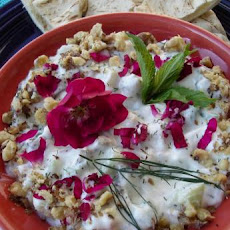 Mast-O Khiar (Persian Yogurt and Cucumber Dip)