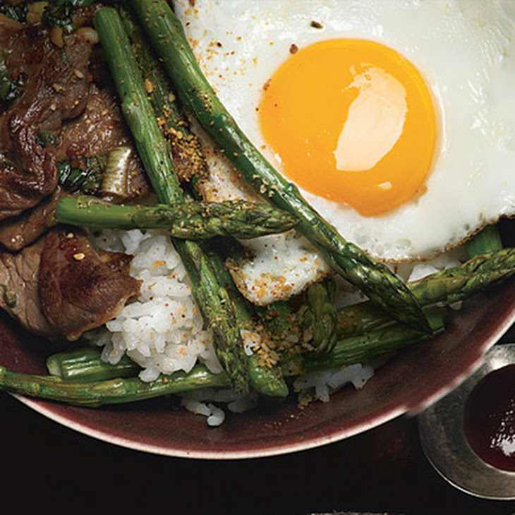 Korean Rice Bowl with Steak, Asparagus, and Fried Egg Recipe | Yummly