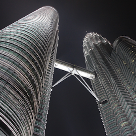 Petronas Twin Towers by Bim Bom - Buildings & Architecture Office Buildings & Hotels ( skyscraper, glass, night, buliding, steel, kuala lumpur, skybridge )