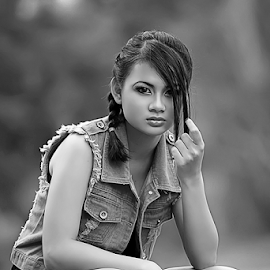 Jeanifer by Septyadhi  Gunawan - Black & White Portraits & People ( canon, model, girl, beauty )