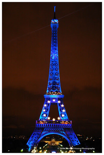 Tour eiffel - Robe bleutée - Partie 2 dans Photographies du Paris d'hier et d'aujourd'hui