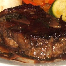 Steak in Garlic Wine Sauce