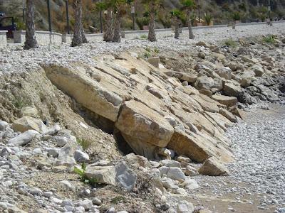 De c mo no se debe hacer una escollera alicante forestal - Colocacion piedra natural ...