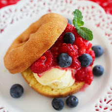 Easy No-Bake Berry Donut Shortcakes