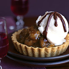 Caramelized-Banana Tartlets with Bittersweet Chocolate Port Sauce