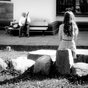 Il suonatore di bandura by Giuseppe Conti - People Street & Candids ( street, white, black )