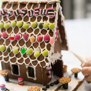 How to make a Christmas gingerbread house