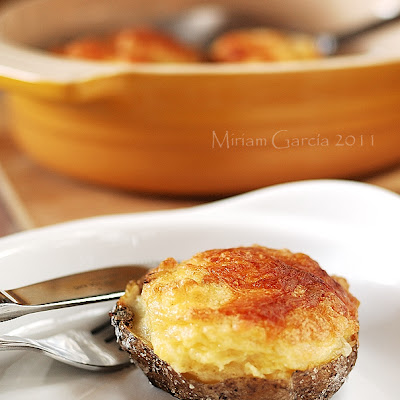 Soufflé potatoes with Manchego cheese and tender garlic