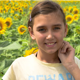 sunflowers by Sergey Timokhin - Babies & Children Child Portraits ( nature, sunflowers, children )