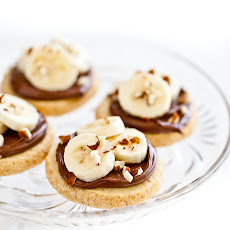 Shortbread Cookies with Nutella, Bananas and Almonds