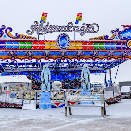 Closed by Ross Brown - City,  Street & Park  Amusement Parks ( rides, park, amusement park, carnival, snow )