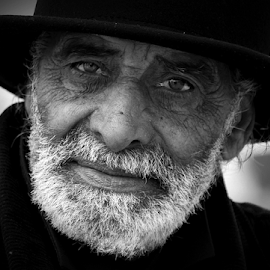 by Fernando Alves Fotografia - People Portraits of Men