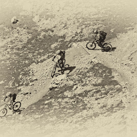 Mountain race by Edvard Storman Badri - Sports & Fitness Cycling ( cyclist, mountain, cycling, bend, race, rocks, descending )