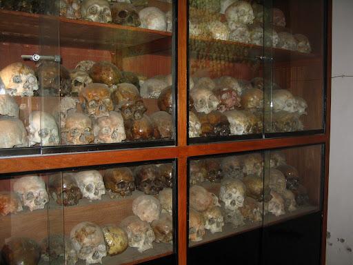 Pola śmierci w Phnom Phen - robota Pol Pota