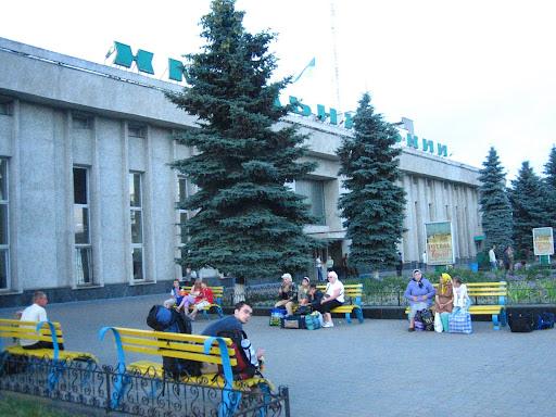 Piękne ławeczki w ukraińskich kolorach - Chmielnicki