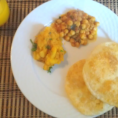 Breakfast – Aalu, Chana, and Poori/Bhatura