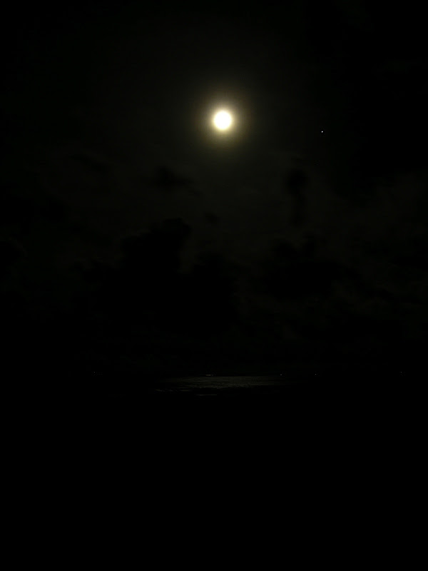 Moon over Izu 03