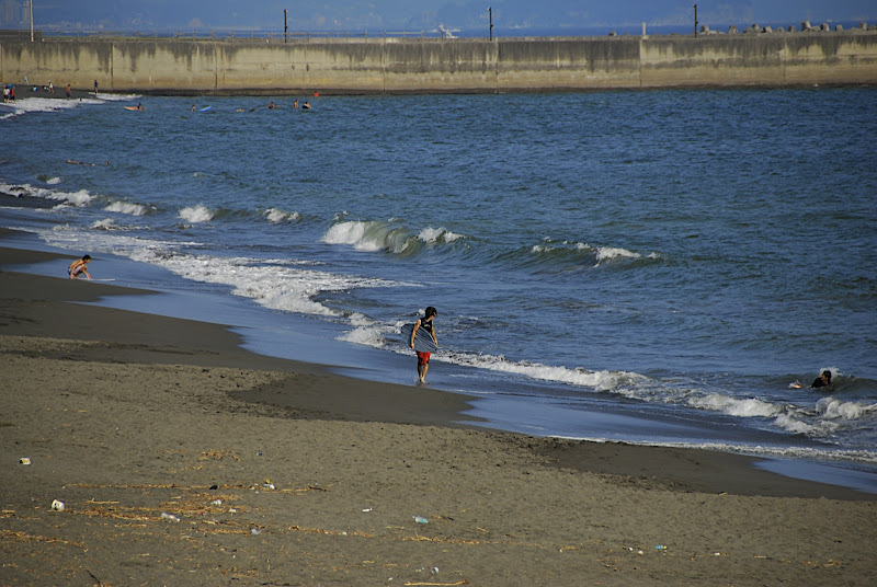 Hiratsuka beach nearly empty in September 01