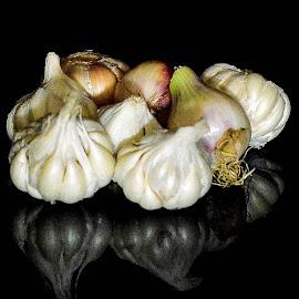 Garlic and onion by Prasanta Das - Food & Drink Ingredients ( garlic, copmosition, onion )