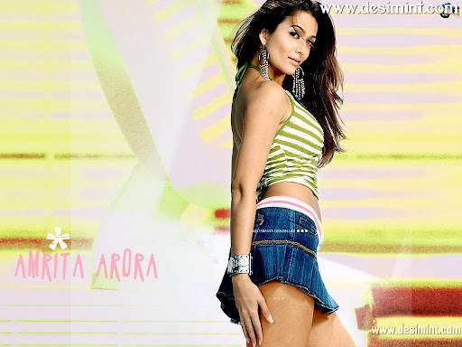 Cute and Beautiful Wallpaper Pics of Indian Masala Actress Amrita Arora