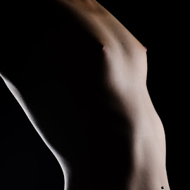 light by Ulrik Gilberg - Nudes & Boudoir Artistic Nude ( body, nude, color, female, woman )