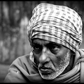 Raghubir by Prasanta Das - People Portraits of Men ( fruit vendor, portrait )