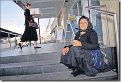 Carolina Lacatus, 70 ans, explique être arrivée à Yverdon il y a trois semaines en provenance de Roumanie, via Genève