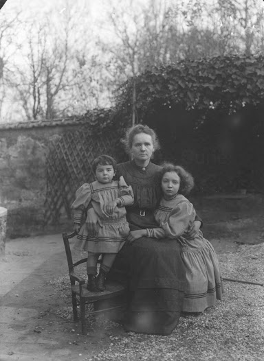 Ève, Marie and Irène Curie, 1908