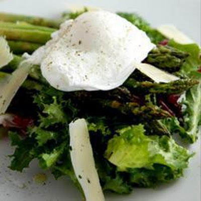 Grilled Asparagus And Poached Egg Salad With Lemon Vinaigrette