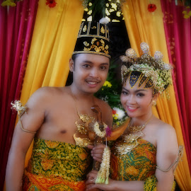 Yogyakarta's Traditional Bride & Ggroom by Nonie Handaya - Wedding Bride & Groom