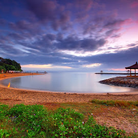 Menanti Pagi di Pantai Karang, Sanur - Bali by Hendra Gunawan - Landscapes Beaches