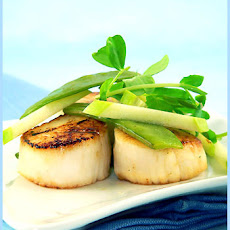 Seared Scallops and Green Apple Sauce