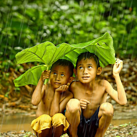 under the umbrella of leaf by Aad S. Ahmad - Babies & Children Children Candids