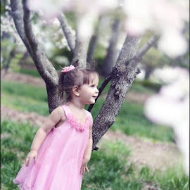 I loved her look of sheer awe at the dogwood tree and all of it's blossoms. Ahhh the innocence of a child. by Megan Boling - Novices Only Portraits & People