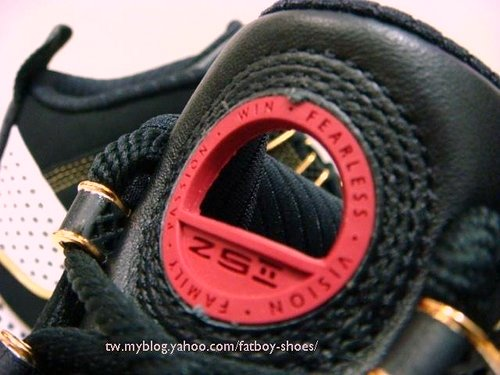 Zoom Soldier II Black White and Red Camo Sole Sample