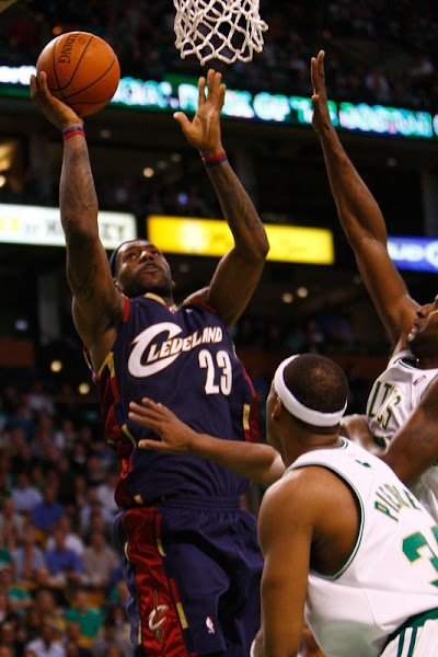 NBA Kicks Off Cavaliers Loose Zoom LeBron VI Debut
