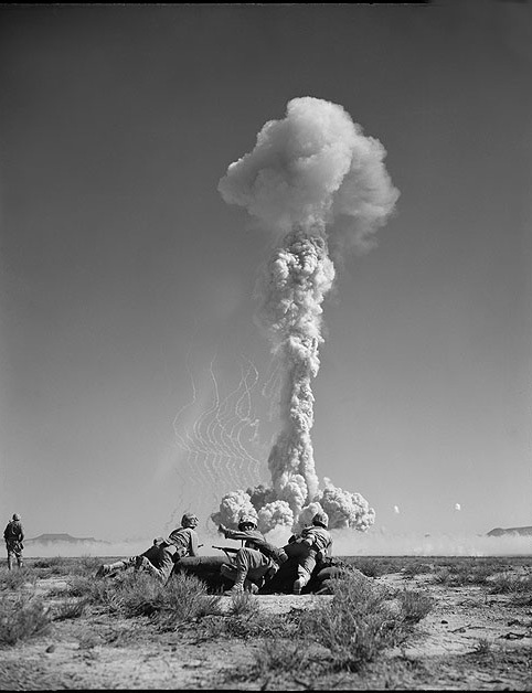 watching-nuclear-explosion (3)
