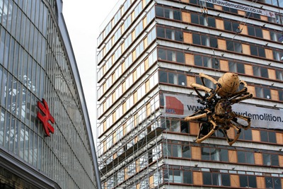 Giant Mechanical Spider Appears Liverpool JkuimsC8E4vl