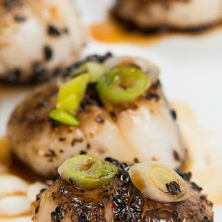 Sesame Crusted Scallops With Teriyaki Glaze