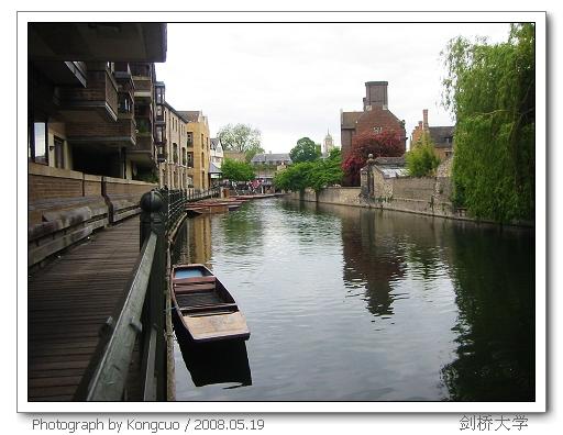 剑河上的小舟