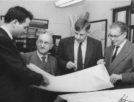 几位著名地震学家1956年的合影,从左到右:Frank Press,Beno Gutenberg,Hugo Benioff和Charles Richter
