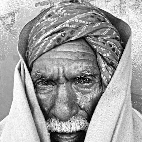 watching by Shashank Sharma - People Portraits of Men ( b&w, age, old man, people, eyes )