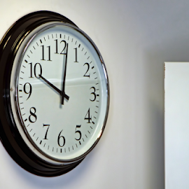 10:02 by Dim Pol - Artistic Objects Other Objects ( d, p, o, m, i,  )