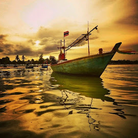 small fishing boat,Hua Hin,Thailand by Komkrit Muangchan - Transportation Boats ( fishing, boat )