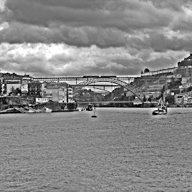 Ponte Luiz I by Lia Ribeiro - Digital Art Places