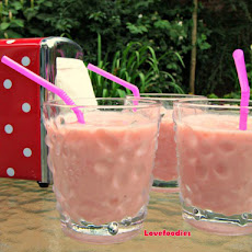 Creamy Strawberry & White Chocolate Smoothie