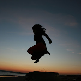 Jump by Martyna Sumarti - Novices Only Portraits & People ( sunset, happy, beach, women, camber beach, united kingdom, jump, Selfie, self shot, portrait, self portrait )