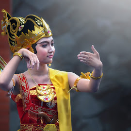 - srikandi yudha dance - by Delfaq Fabiantoro - People Musicians & Entertainers